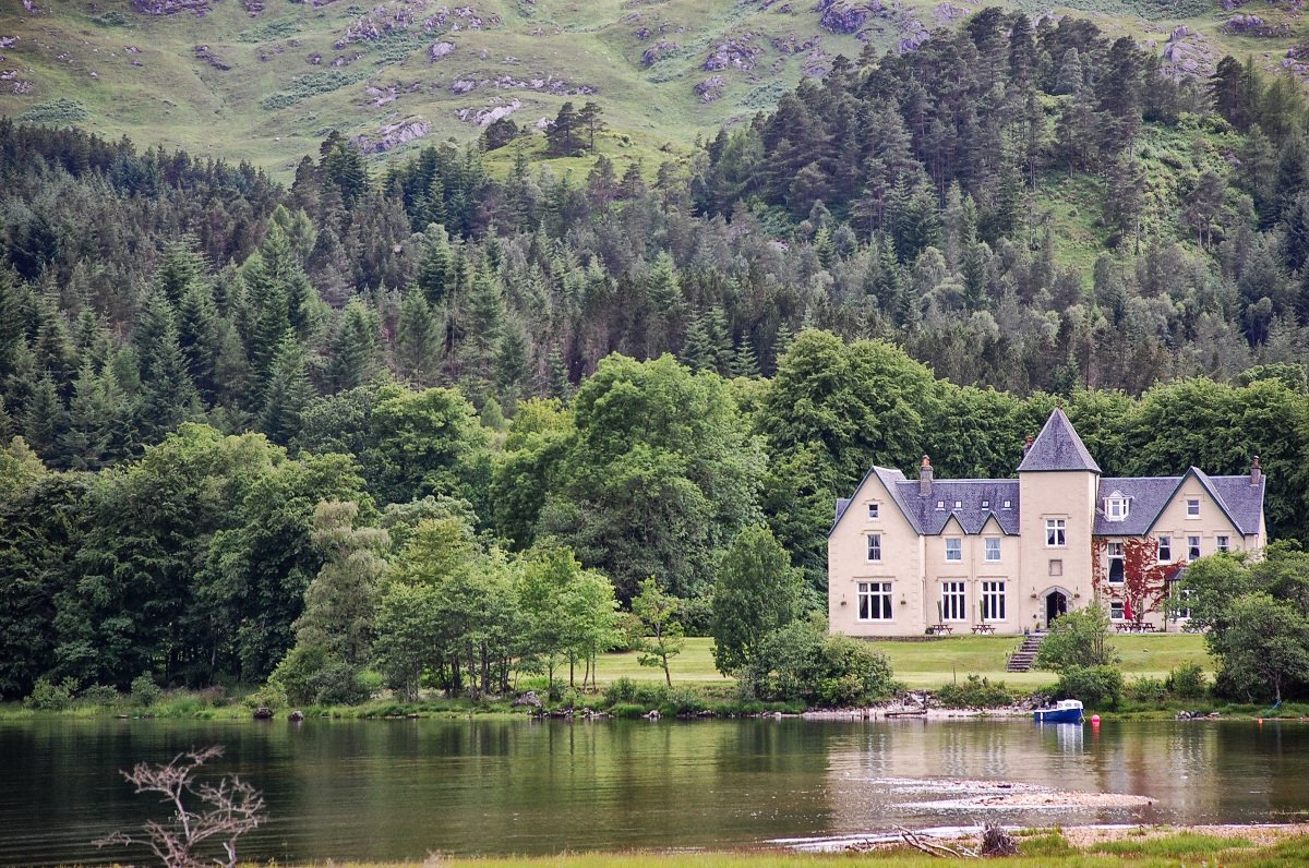 Unusual hotels in loch lomond and the trossachs book now for Unique accommodation