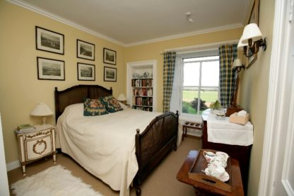 Double Bedroom With En Suite Bathroom antique_old manse gartmore