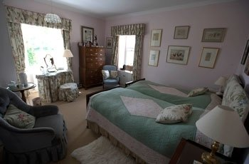 Twin Bedroom With Private Bathroom_old manse gartmore
